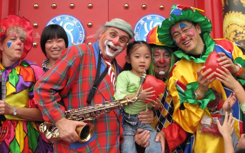 16 9 clowns